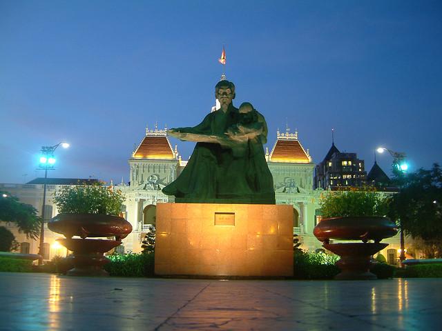 ho chi minh city - statue of hi chi minh