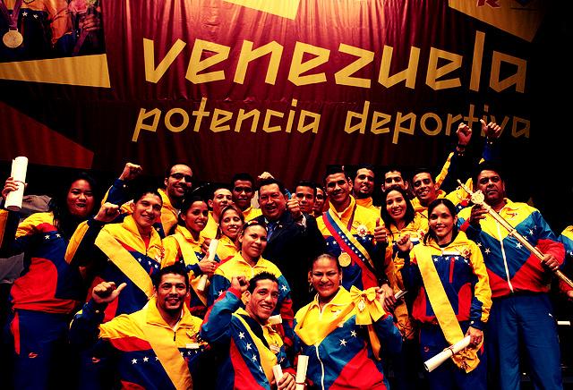 Hugo Chávez mit venezolanischen Sportlern
